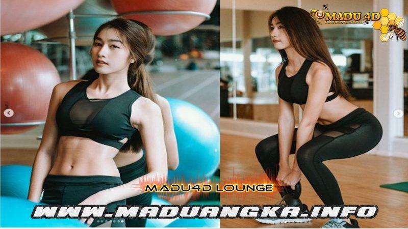Model Thailand Ini Asyik Olahraga Pakai Sport Bra Tembus Pandang